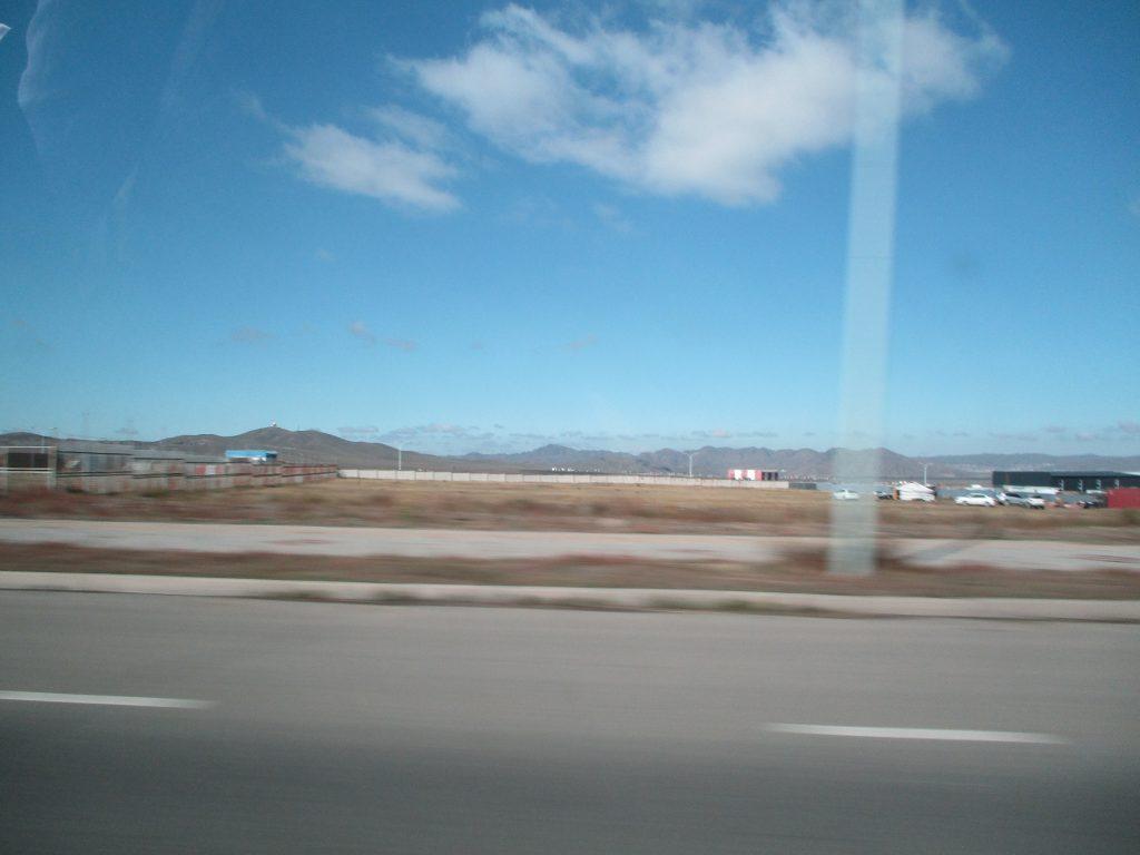 ウランバートル郊外の車窓